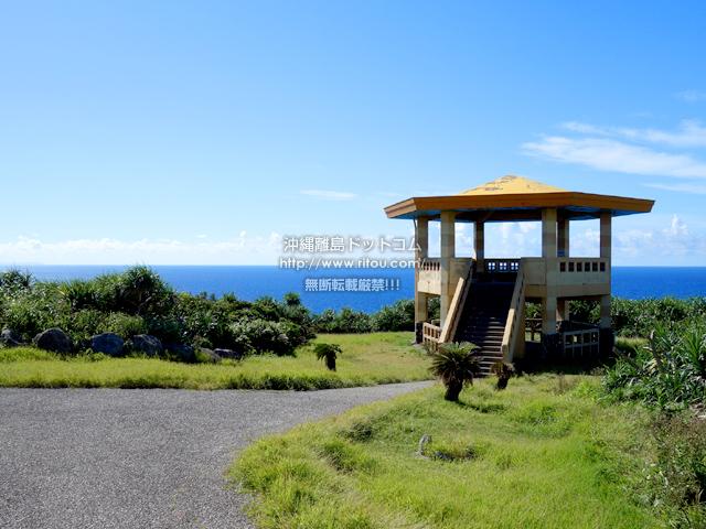 与那国島の立神岩展望台