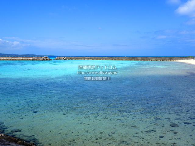 鳩間島の鳩間港脇の海