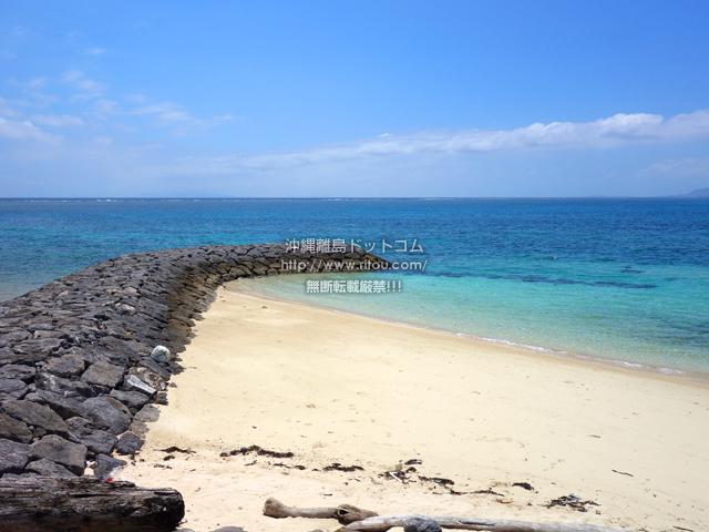 鳩間島の鳩間小中遊歩道の海