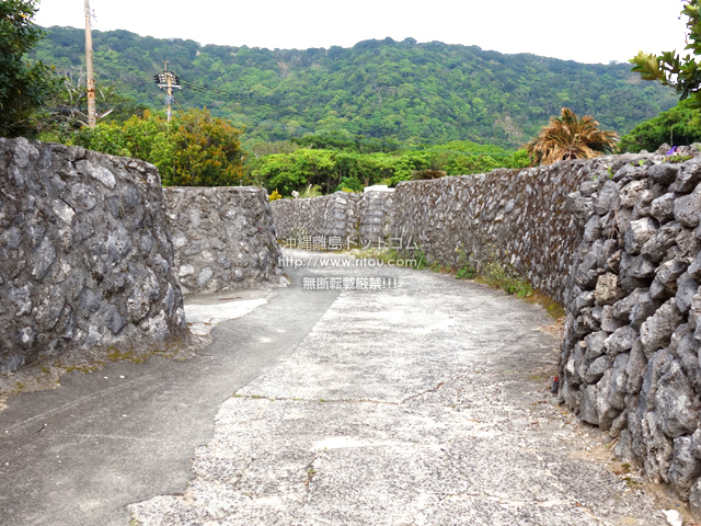 喜界島の阿伝集落/サンゴの石垣