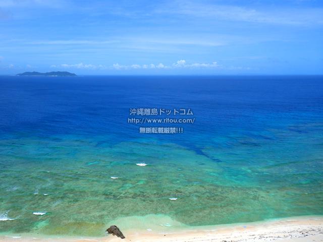 渡嘉敷島の久比里原林道からの景色