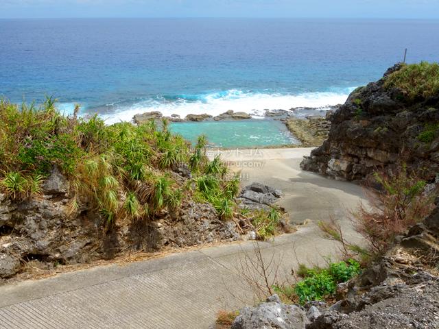 南大東島の海軍棒プール/南大東島東海岸植物群落