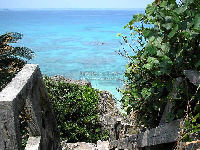 海に向かって吸い込まれるような階段(久高島の壁紙/写真)