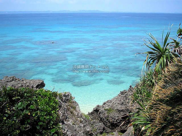 透明な海。そのまま飛び込みたくなる海(久高島の壁紙/写真)