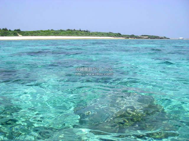沖で見る海の色(粟国島の壁紙/写真)