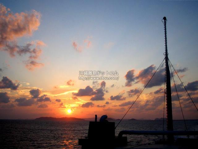 温かい太陽(座間味島の壁紙/写真)