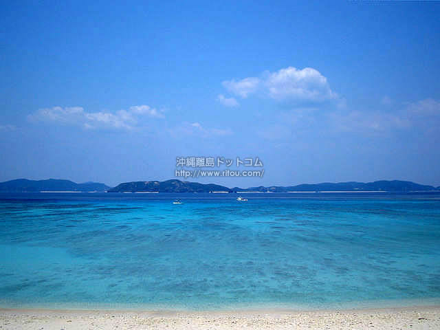 水の色って青い(渡嘉敷島の壁紙/写真)