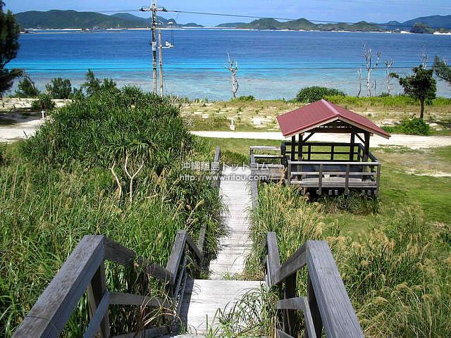 海へと導く階段(阿嘉島の壁紙/写真)