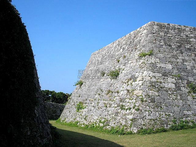 座喜味城跡の石段(中部エリアの壁紙/写真)