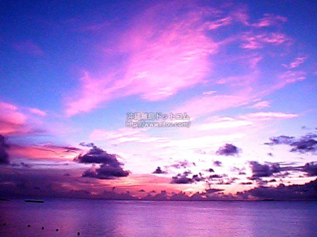 ピンク色に焼ける空 - 波照間島の写真