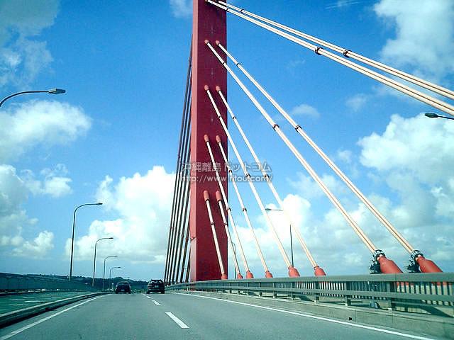 赤い吊り橋(海中道路の壁紙/写真)
