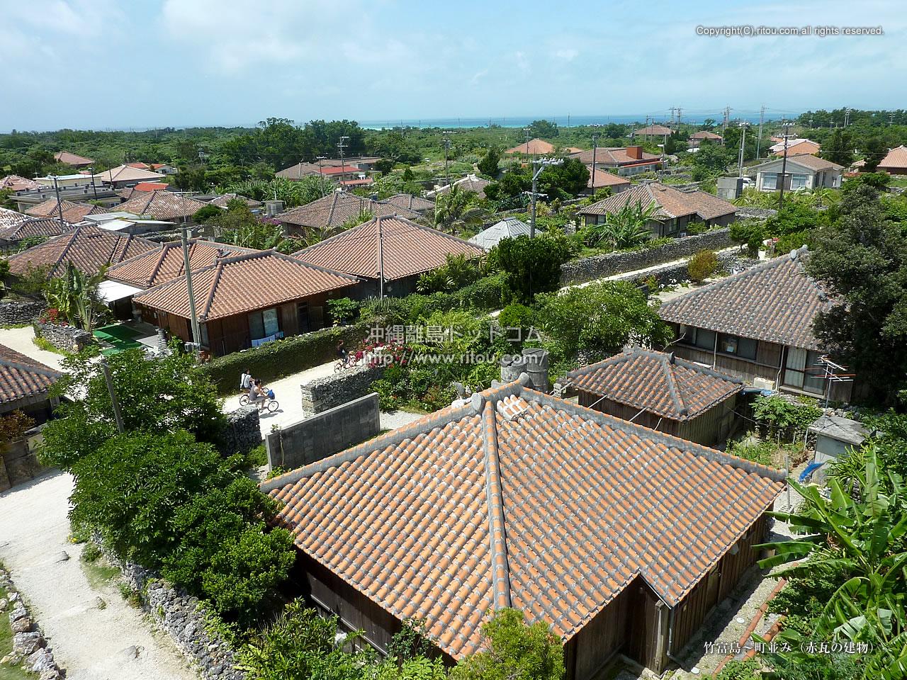 竹富島〜町並み(赤瓦の建物)