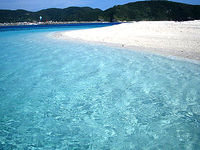安慶名敷の海の色