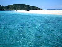 安慶名敷島の安慶名敷の海の色 - さすが慶良間、透明度は抜群