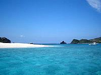 嘉比島の嘉比の海の色 - 安慶名敷くより均一した青色です