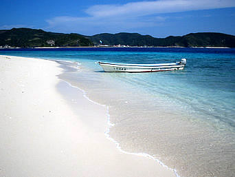 嘉比東のビーチ
