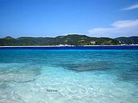 嘉比島の嘉比東のビーチ - 座間味島を正面に見ることができます