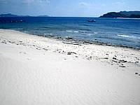 嘉比島の嘉比南のビーチ - 基本的に波打ち際は岩場でした