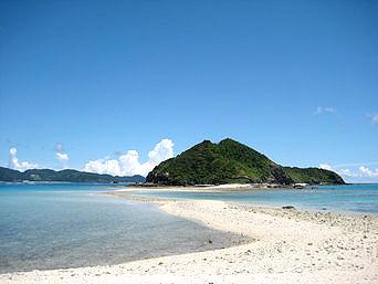安室島と座間味島を結ぶ水路