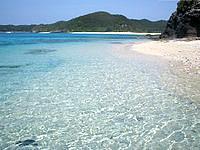 安室島の安慶名敷島側の海2 - 海の水の透明度が抜群!