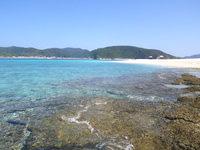 安慶名敷島の安慶名敷西のビーチ - 岩場がある分、透明度が高いかも?