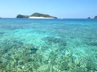 安慶名敷島の安慶名敷西のビーチ - 嘉比島まで泳いで行けそうな雰囲気