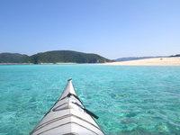 安慶名敷島の安慶名敷島沖の海の色 - ついつい遠回りしたくなる海の色