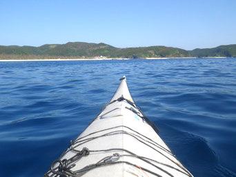 座間味島と嘉比島の間の海