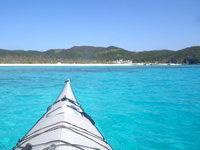 嘉比島の座間味島と嘉比島の間の海 - 阿真ビーチ近くはかなり綺麗な色に