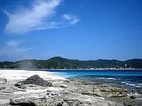 安慶名敷島の安慶名敷東のビーチ - ちょっと岩場も多いが砂浜もきちんとある