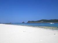 嘉比島北のビーチ