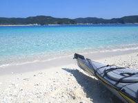 嘉比島の嘉比島北のビーチ - カヌーやカヤックはこのサイドに付けます