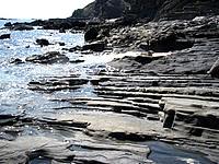 安慶名敷島の安慶名敷東の岩場 - 岩礁の形が平らで面白い