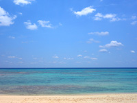粟国島のウーグの浜/長浜ビーチ - 水平線を邪魔する物は何もありません