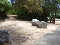 粟国島のウーグの浜/長浜ビーチ - 遊歩道が途中にあるがどこへ行くか不明