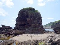 粟国島の割れ岩/東ヤマトゥガー/休憩所 - 割れ岩の先にある1枚岩