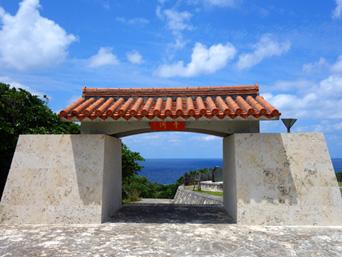 粟国島の洞寺(てら)「入口からは想像できないディープな場所」