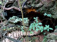 粟国島の洞寺 - 洞窟入口
