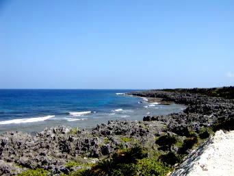 粟国島の北西の海