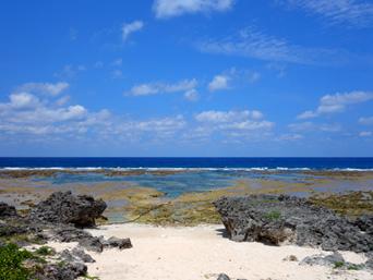 粟国島の北の海