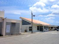 粟国島の粟国空港 - 使われないままの新ターミナル