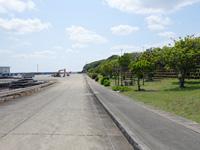 粟国島の粟国港の緑地/シタリー節の碑