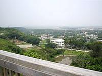 粟国島の大正池公園展望台 - かなり遠くまで見渡せます