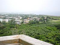 粟国島の大正池公園展望台 - 景色は集落が一望というくらいで・・・