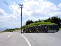 粟国島の番屋跡/番屋遠見台 - 前の道路からの景色の方がよさそう