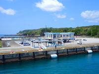 粟国島の粟国港ターミナル/キップ売場/みなと食堂/みなと売店/情報コーナー