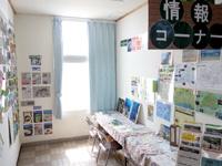 粟国島の粟国港ターミナル/キップ売場/みなと食堂/みなと売店/情報コーナー - 情報コーナーなるスペースも