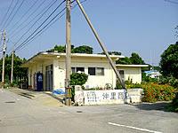 粟国島の仲里商店(閉店)