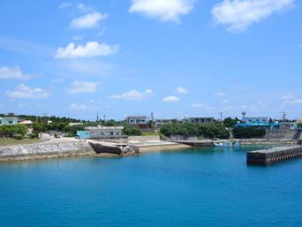 粟国島のナビィの港