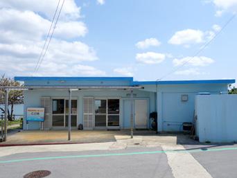 粟国島の特産品直売所 とび吉/粟国漁業組合「集落側から見るとこんな感じです」